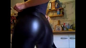 Justice League (2017) - Wonder Woman's Hot Ass In Leather Pants Close Up